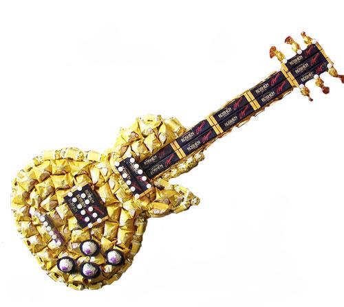 Букеты из конфет гитара